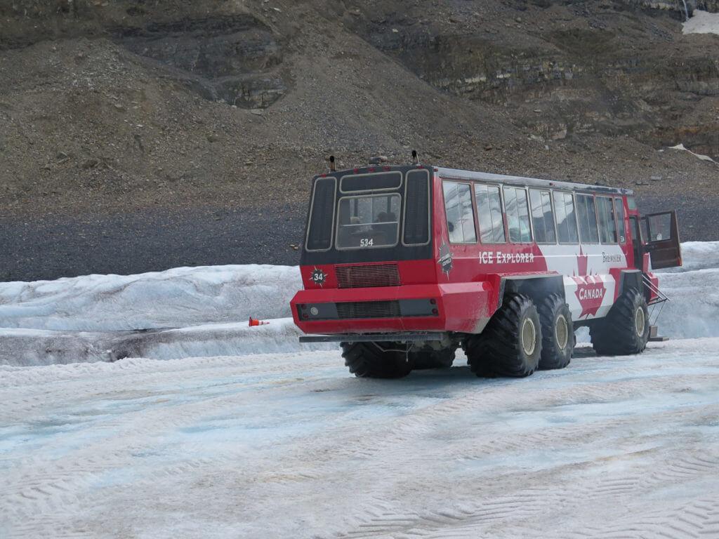 Ice Explorer Bus auf Athabasca Glacier
